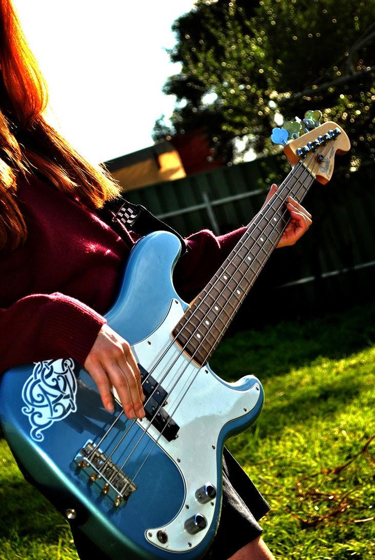 girl with guitar facebook profile picture 9 supportive guru. Black Bedroom Furniture Sets. Home Design Ideas