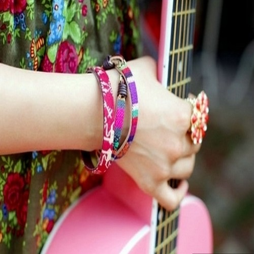 girl with guitar facebook profile picture-4 - Supportive Guru