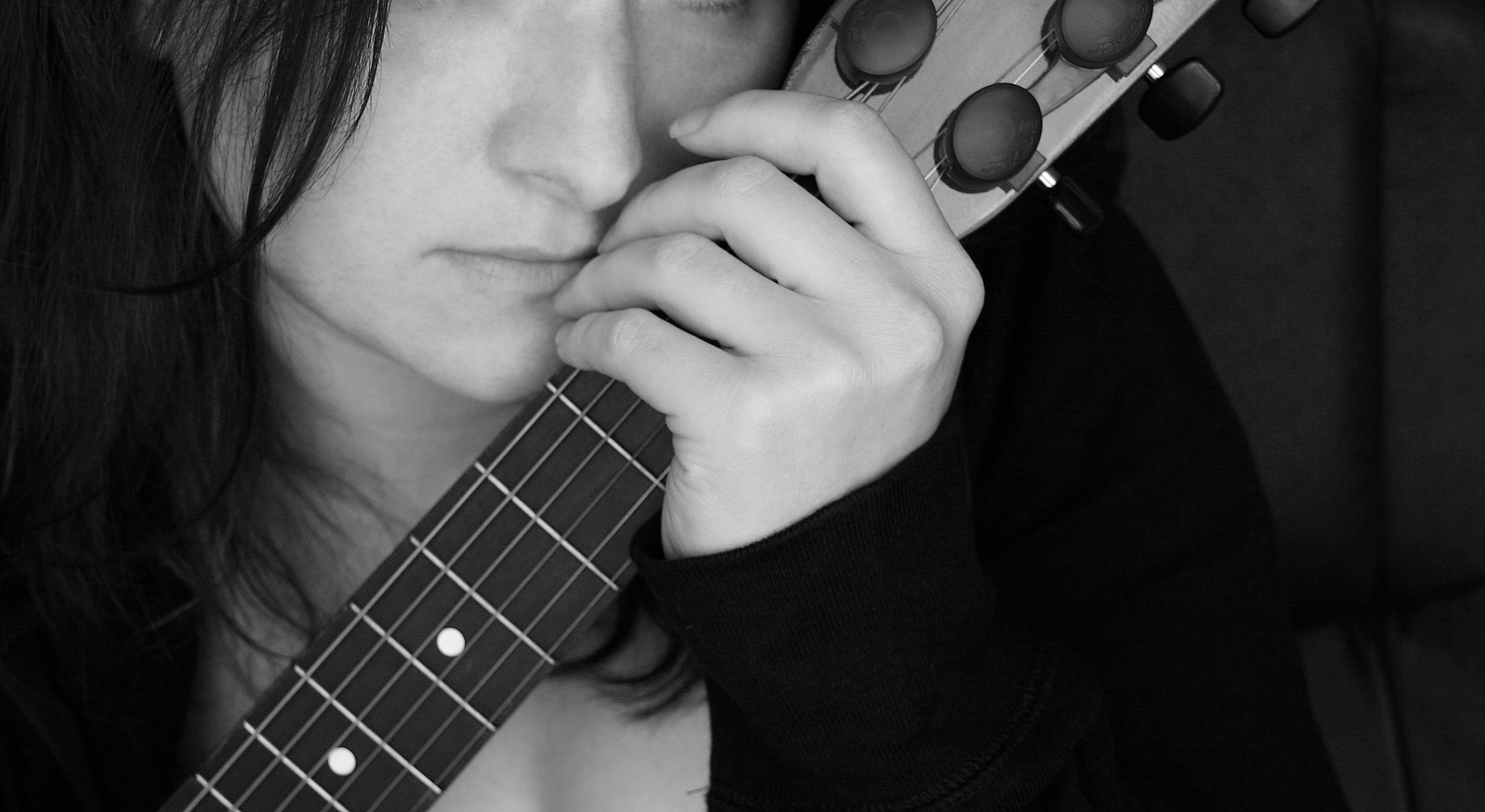 224 Best Images About Girls With Guitars On Pinterest: Girl With Guitar-105