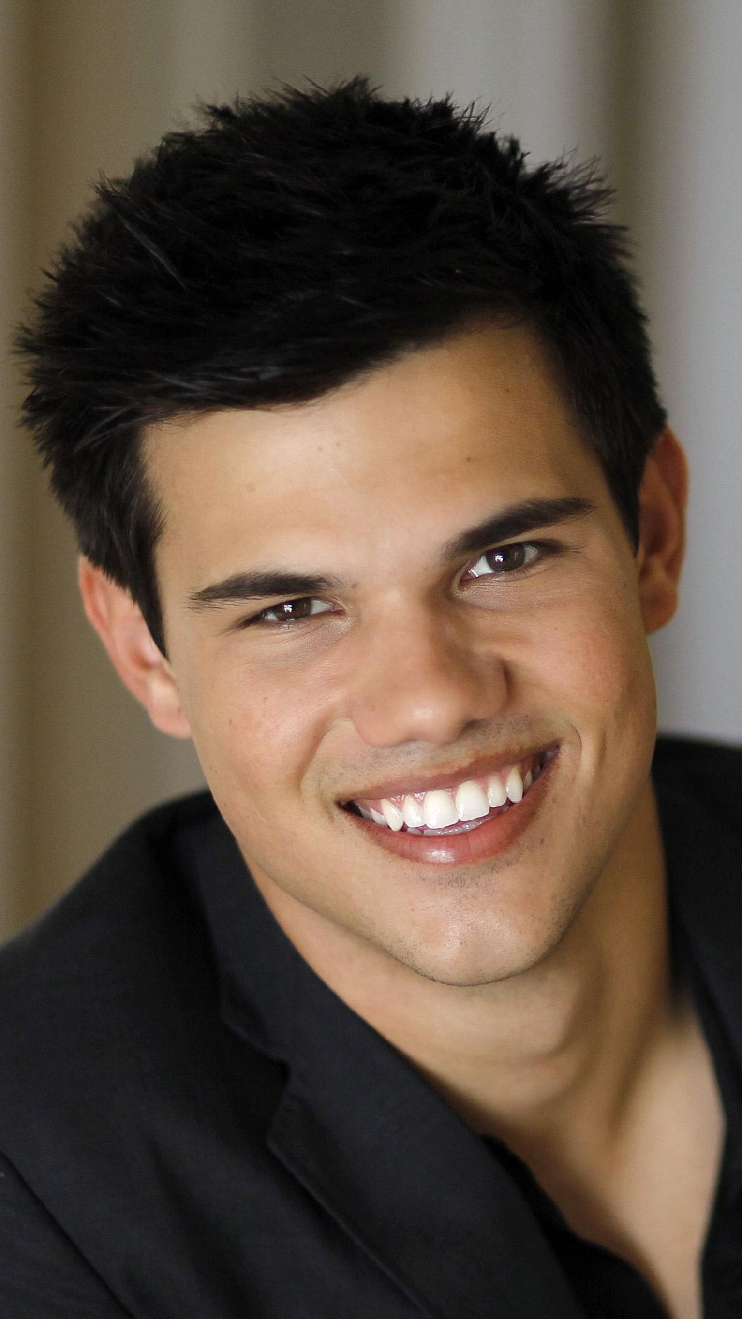 Actor Wallpapers 1402059632 taylor lautner smiling iphone ...